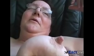 Cumming On This Old Granny - KacyLive.com