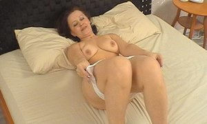 Amazing oral skills of beautiful mature babe